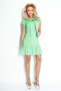 101-2 Sukienka z falbanką i kokardką - zielona #modadamska #sukienkikoktajlowe #sukienkiletnie #sukienka #suknia #sukienkiwieczorowe #sukienkinawesele #allettante.pl