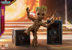 The extraordinarily movie-accurate Groot life-size collectible figure stands approximately 26cm tall with a newly developed body and expert paint applications to reflect Baby Groot's unique appearance.