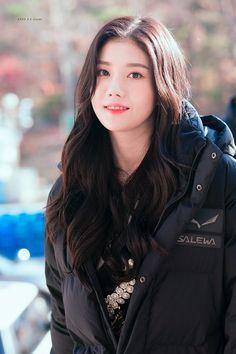 K-Pop Babe Pics – Photos of every single female singer in Korean Pop Music (K-Pop) Girl Day, My Girl, Yuri, Honda, Jennie, Japanese Girl Group, Woollim Entertainment, Golden Child, All In One App