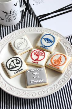 Divergent party cookies and gift ideas! #Divergent #BeBrave