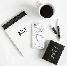 Black and white minimal flatlay Pc Photo, Photo Work, Photo Style, Flat Lay Inspiration, Study Inspiration, Foto Poster, Black And White Aesthetic, Black White, Gray Aesthetic