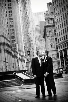 Two grooms kiss in the city | Leslie Barbaro Photography