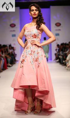 #irw #indianrunwayweek #peachgown @gown #indoweastern #coutureinida #indiancouture Contact Details:040-65550855/9949047889 Watsapp:8142029190/9010906544 Email-id:Mugdha410@gmail.com Instagram:MugdhaArtStudio