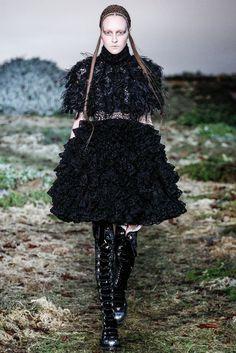 Alexander McQueen Fall 2014 Ready-to-Wear Fashion Show - Nicole Keimig (Elite)