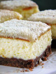 Skusiłam się na upieczenie ciasta z jogurtów greckich. To była dobra decyzja, bo c iasto jest świetne, bardzo delikatne w smaku. Specjalnie... Polish Desserts, Polish Recipes, Jam Cake Recipe, Baking Recipes, Cake Recipes, Delicious Desserts, Yummy Food, Cheesecake, Sweet Pastries
