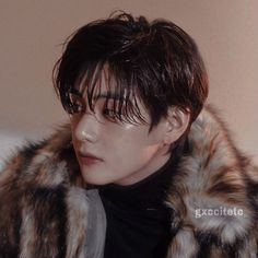 Taehyung Wallpaper, V Bts Wallpaper, K Pop, Taehyung Photoshoot, Kim Taehyung, Brown Aesthetic, Bts Drawings, Bts Chibi, Bts Members
