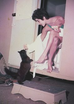 Elizabeth Taylor with black cat in her dressing room