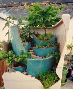 O que fazer com os vasos de flores quebrados? Se você gosta de ter plantas e flores em casa, provavelmente possui alguns daqueles vasos de cerâmica. E que tal usar a criatividade e transformá-los em um lindo mini jardim?... Continuar…