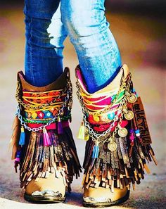 The perfection in bohemian style clothing is not possible until you plan to go with this stunning pair of boho … Boots Boho, Gypsy Boots, Bohemian Shoes, Bohemian Style Clothing, Gypsy Style, Boho Gypsy, Hippie Style, Boho Style, Hippie Shoes