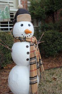 DIY Faux Snowman | winter photo booth ideas and decor | giant styrofoam snowman winter craft