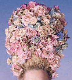 Marie-Antoinette and her private domain, the Petit Trianon, inspire the Dior makeup creations of this season. Macaroon shades and Fontanges bow, the atmosphere of Versailles and its gardens flourishes, beautifully. Sofia Coppola, Marie Antoinette, Versailles, Dior Beauty, Flower Headpiece, Flower Hair, Giant Flowers, Rococo Style, Kirsten Dunst
