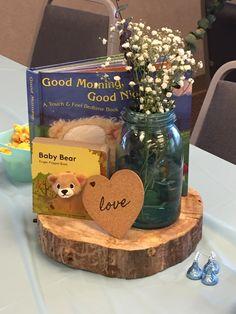 Baby shower centerpiece. Woodland. Baby books.