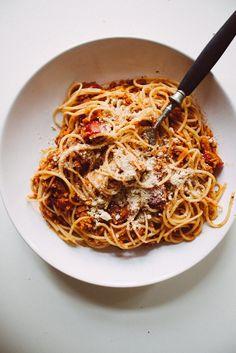 Vegan Spaghetti Bolognese with vegan parmesan #veganpasta #pasta #veganbolognese #bolognese #parmesan #vegancheese #veganparmesan
