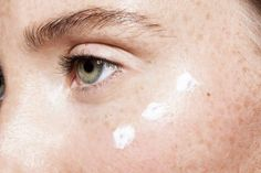 If You Use Retinoids, You Need To Know This Classic, Derm-Approved Tip