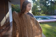 poncho dorado de lana Lana, Crochet, Accessories, Fashion, Tejidos, Moda, Fashion Styles, Ganchillo, Crocheting