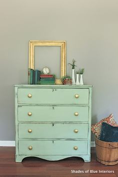 Shades of Blue Interiors: Makeover Monday: Mint and Gold (perfect shade of mint, a Chalk Paint mix of a little Provence with Antibes with Aubusson with lots of Old White. Refurbished Furniture, Furniture Makeover, Painted Furniture, Mint Dresser, White And Gold Dresser, Furniture Making, Diy Furniture, Mint Green Decor, Diy Home Decor