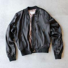 lightweight satin bomber jacket - black