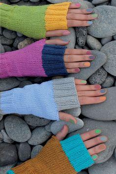 Wrist Warmers, Hand Warmers, Amigurumi Patterns, Knitting Patterns, Tricot Simple, Yellow Pattern, Knitting Accessories, Easy Knitting, Knitting Projects