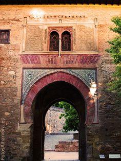 Puerta del Vino en la Alhambra, Granada