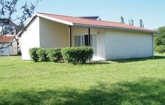 Holiday home Sarbinowo Sarbinowo Nadmorska II Sarbinowo Located in Sarbinowo, this holiday home features a terrace. It provides free private parking.  The unit is fitted with a kitchenette. A TV is available. There is a private bathroom with a bath or shower.