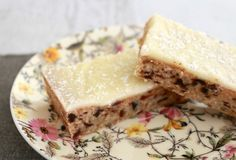Lemon & Date Slice is such a classic recipe... and is absolutely delicious! A delicious date filled base covered in tangy lemon icing.