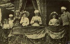 Kralj Petar I i njegova cerka Princeza Jelena prisustvuju konjskim trkama u Beogradu, 1911. King Peter I and his daughter Jelena in 1911 to attend the horse races in Belgrade.