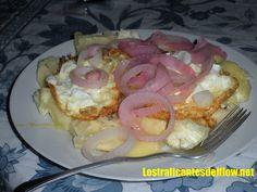 yuca con huevo y cebolla Dominican Food, Favorite Recipes, Foods, Eat, Dinner, Drinks, Breakfast, Good Food, Onion
