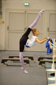 We'd like to get rhythmic gymnast Elizaveta Nazarenkova in pointe shoes!