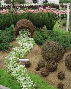 52 Fresh Front Yard and Backyard Landscaping Ideas for 2019 Here& another unique idea for spilling flower pots. except this c 52 Fresh Front Yard and Backyard Landscaping Ideas for 2019 Here& another unique idea for spilling flower pots. Landscaping Supplies, Front Yard Landscaping, Landscaping Ideas, Diy Garden Decor, Garden Art, Container Water Gardens, Container Gardening, Dream Garden, Lawn And Garden