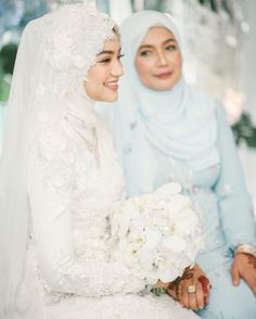 White Wedding Dress / White Modest Wedding Dress / Modest Hijab / … – Best Of Likes Share Muslim Wedding Gown, Hijabi Wedding, Kebaya Wedding, Muslimah Wedding Dress, Wedding Attire, Wedding Hijab Styles, Dress Muslimah, Wedding Dress Tight, Wedding Dresses London