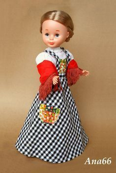 Nancy con vestidio Gastby- Catalogo de 1974 pasarela