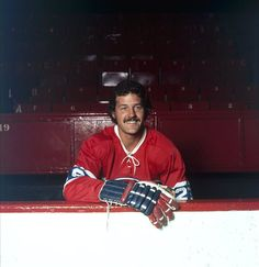 Pierre Bouchard 4 buts, 11 passes - 15 points Hockey Teams, Hockey Players, Ice Hockey, Montreal Canadiens, Toronto, Team Player, Junior, Quebec, Nhl