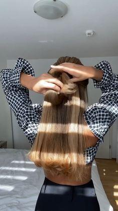 Hairdo For Long Hair, New Hair Do, Gym Hairstyles, Braided Hairstyles, Hair Knot, Hair Videos, Hair Inspiration, Curly Hair Styles, Hair Makeup
