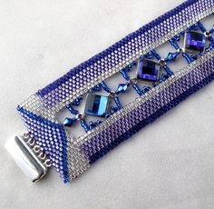 Púrpura/azul diamantes en pulsera Peyote por ArtbyLea en Etsy