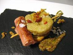 Alcachofa rebozada con bacón, jamón y vinagreta de mostaza a la antigua
