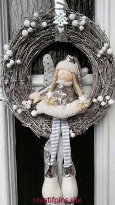 Shabby Chic Home Decor Christmas Advent Wreath, Handmade Christmas Decorations, Holiday Wreaths, Xmas Decorations, Christmas Makes, Christmas Fun, Christmas Projects, Holiday Crafts, Navidad Diy