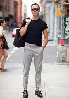黒Tシャツ×グレーパンツ×黒モンクシューズの着こなし(メンズ) | Italy Web