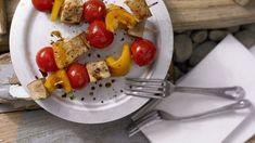"""Fix vorzubereitende """"Spießgesellen"""" für alle, die am liebsten vegetarisch grillen Eggs, Meat, Chicken, Breakfast, Food, Vegetarian Grilling, Tofu Recipes, Red Peppers, Chef Recipes"""