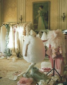 a recent dream i had took place in a room just like this (sans man-eating cotton balls)