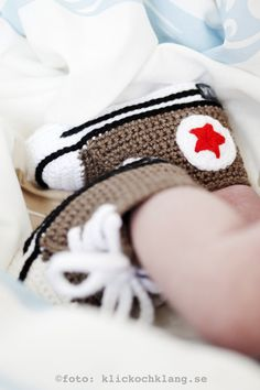 Crochet baby booties FREE SHIPPING by ZaznajkaDesign on Etsy. Cutest things ever! I need someone who knows how to crochet to make these for Silas!!