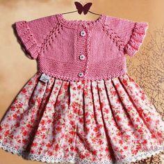 Over-the-Bottom-Stoffkleid - My Knitwork Baby Knitwear . Girls Knitted Dress, Crochet Girls, Baby Pullover, Crochet Fabric, Crochet Flower, Crochet Baby Booties, Diy Dress, Baby Sweaters, Little Girl Dresses