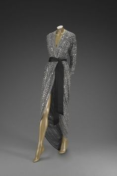 Evening Dress Halston, 1981 The Indianapolis Museum of Art - gray dresses for women, navy dresses for women, navy blue dresses for juniors *ad Vestidos Vintage, Vintage Gowns, Mode Vintage, Vintage Outfits, Vintage Evening Dresses, Vintage Clothing, Women's Clothing, 80s Fashion, Fashion History