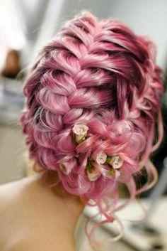 tresses-collées-coiffure-pour-votre-mariage-cheveux-couleur-rose