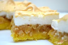 Jablkový koláč so snehovou perinkou | NajRecept.sk Lemon Squares Recipe, German Cake, Cheesecake, Czech Recipes, No Sugar Foods, Food Platters, Cata, Homemade Cakes, Vanilla Cake