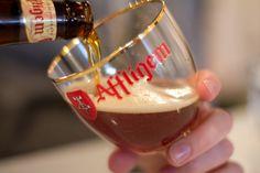 Voilà notre bière préférée pour le mois d' octobre #Affligem Double (6.8 %)  Cette bière belge développe dans le nez des arômes puissamment épicés, suivi d'une bouche légèrement maltée. La refermentation en bouteille fait sortir les notes d'anis étoilé et de biscuits au caramel, évoluant vers une finale fraîche et épicée.  Venez goûter dans notre #bar_de_jazz! https://www.hotelnavarra.com/baretterrasse.html