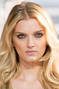 LILY DONALDSON @ DIANE VON FURSTENBERG 7 Bold Eye Looks to Try This Summer  - ELLE.com