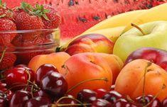 Αυτά που πρέπει να τρως όταν δεν κουμπώνει το παντελόνι. | Μυστικά ομορφιάς | mystikaomorfias.gr Plum, Cherry, Apple, Fruit, Vegetables, Health, Apple Fruit, Health Care, Vegetable Recipes