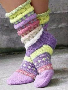 Baby Hats Knitting, Vintage Knitting, Knitting Socks, Knit Socks, Woolen Socks, Knitted Slippers, Knitted Gloves, Knit Slippers Pattern, Knitting Projects