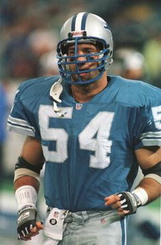 8 Oct 1995: Linebacker Chris Spielman of the Detroit Lions jogs off the field during the Lions 38-20 victory over the Cleveland Browns at the Pontiac Silverdome in Detroit, Michigan. Mandatory Credit: Brian Bahr/ALLSPORT