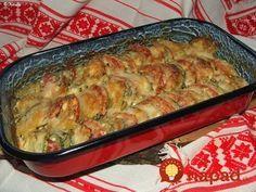 Perfektný recept, ak neviete čo s cuketou. Ja som to pôvodne chcela podávať ako prílohu, ale zjedla sa skôr, ako sa stihol dorobiť hlavný mäsový chod. Cuketa so šľahačkou chutí celkom inak, je neskutočne jemná a krémová. Naozaj výborný recept! Postup: 2 stredne veľké cukiny 1 paradajku (voliteľné) 3 strúčiky cesnaku 1 väčšia cibuľa 5... New Recipes, Cooking Recipes, Vegetable Recipes, Macaroni And Cheese, Zucchini, Catering, Healthy Snacks, Food And Drink, Low Carb